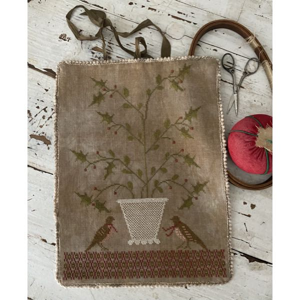 Stacy Nash Primitives - Holly Basket Sewing Roll